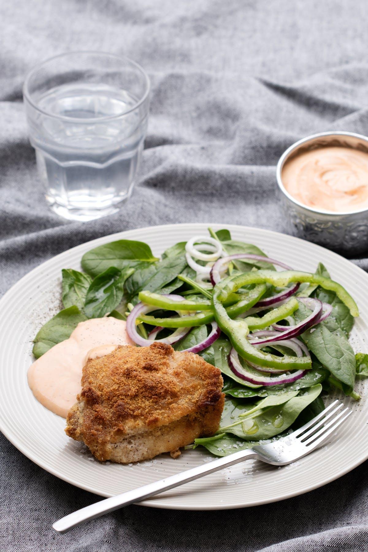 Panerade kycklinglår med BBQ-majo