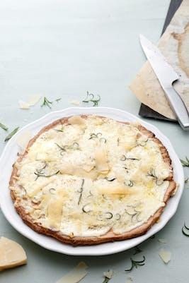 Pizza bianca med parmesan