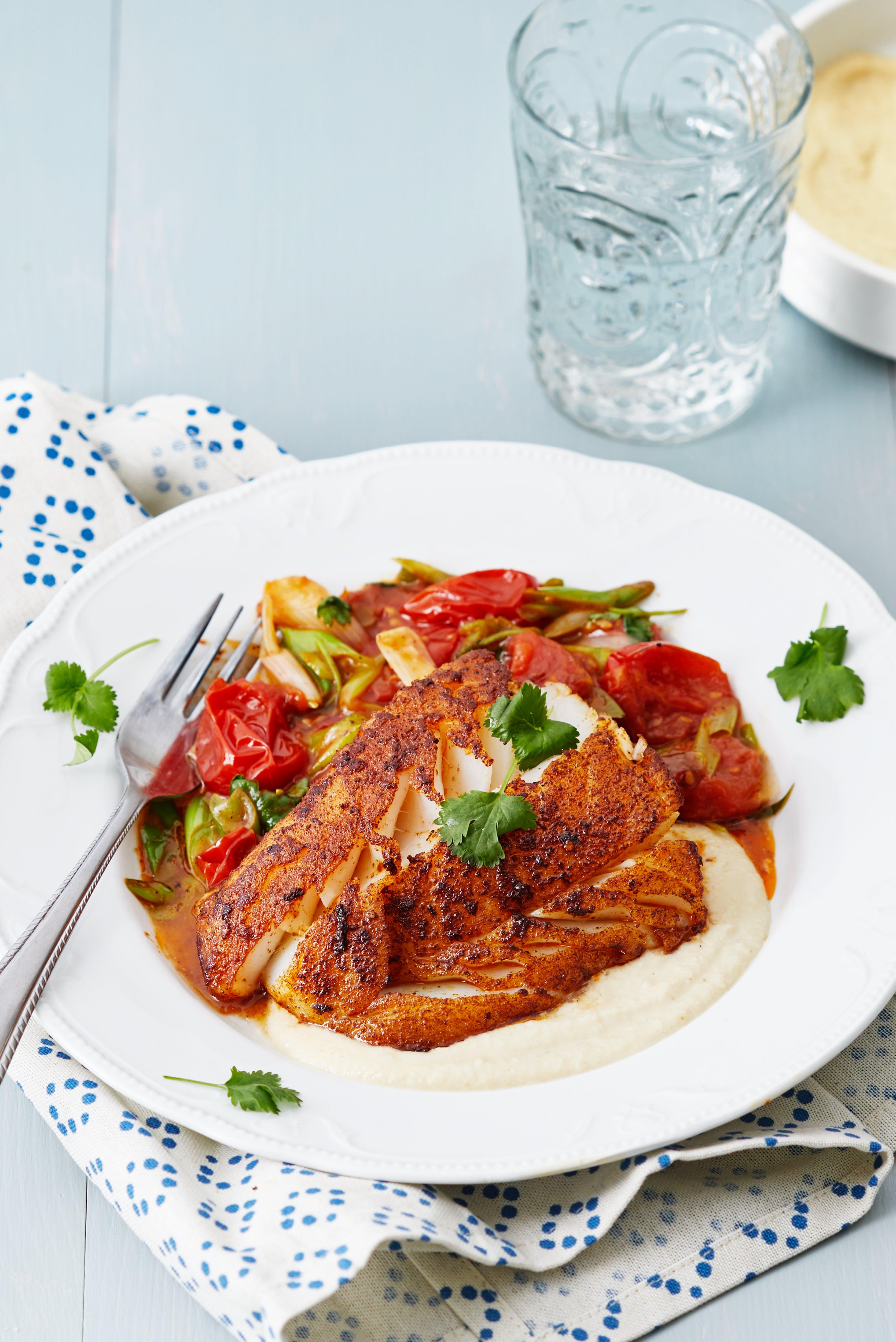 Kryddig fisk med stekta tomater och cashewsås