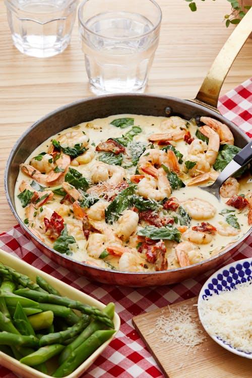 Italiensk räkpanna med spenat och parmesan