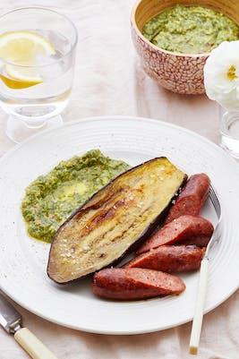 Ugnsbakad aubergine med chorizo och avokadosås