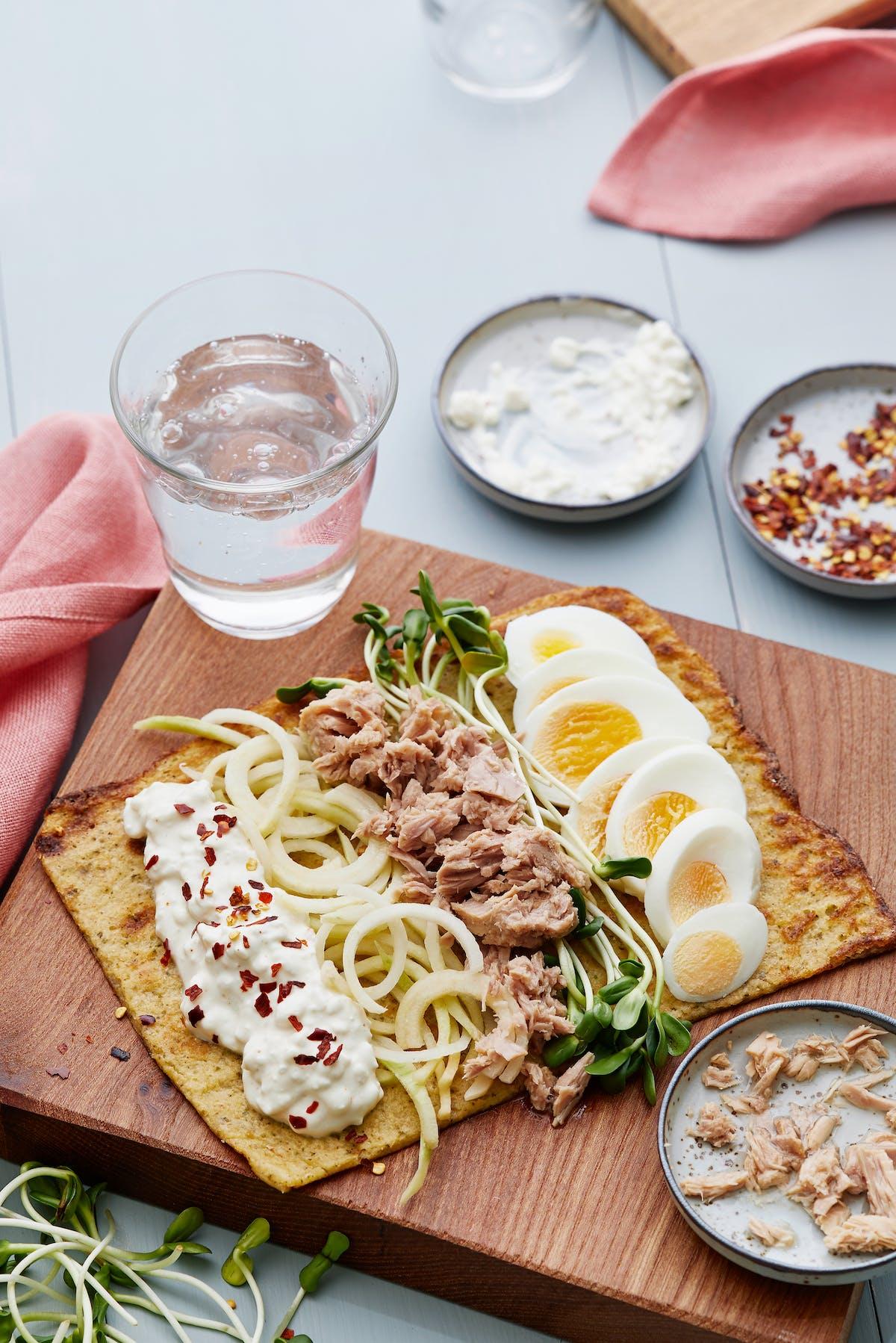 Glutenfri wrap med ägg och tonfisk