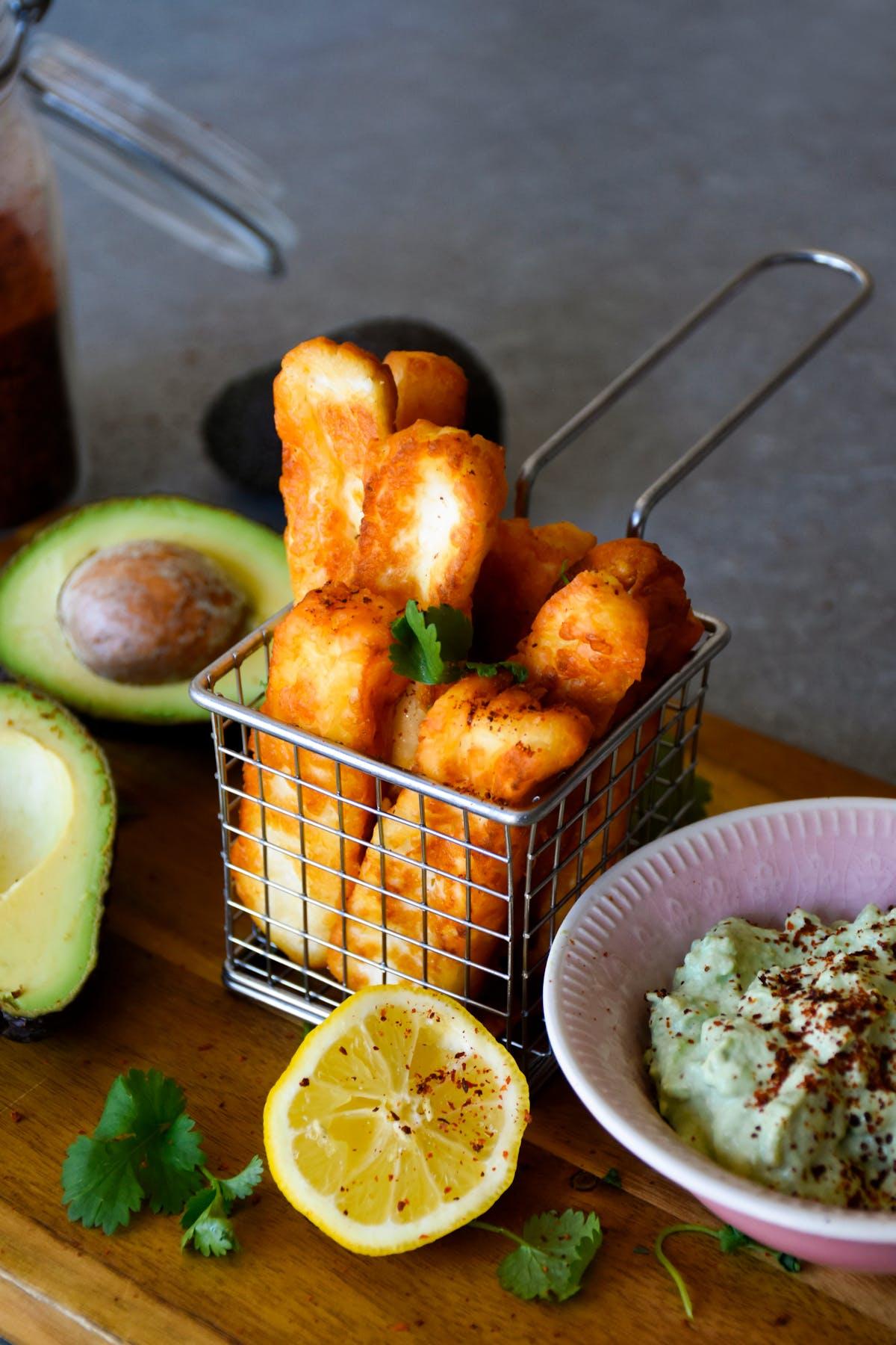 Halloumi fries med avokadodipp