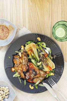 Asiatiska kycklingvingar med pak choi