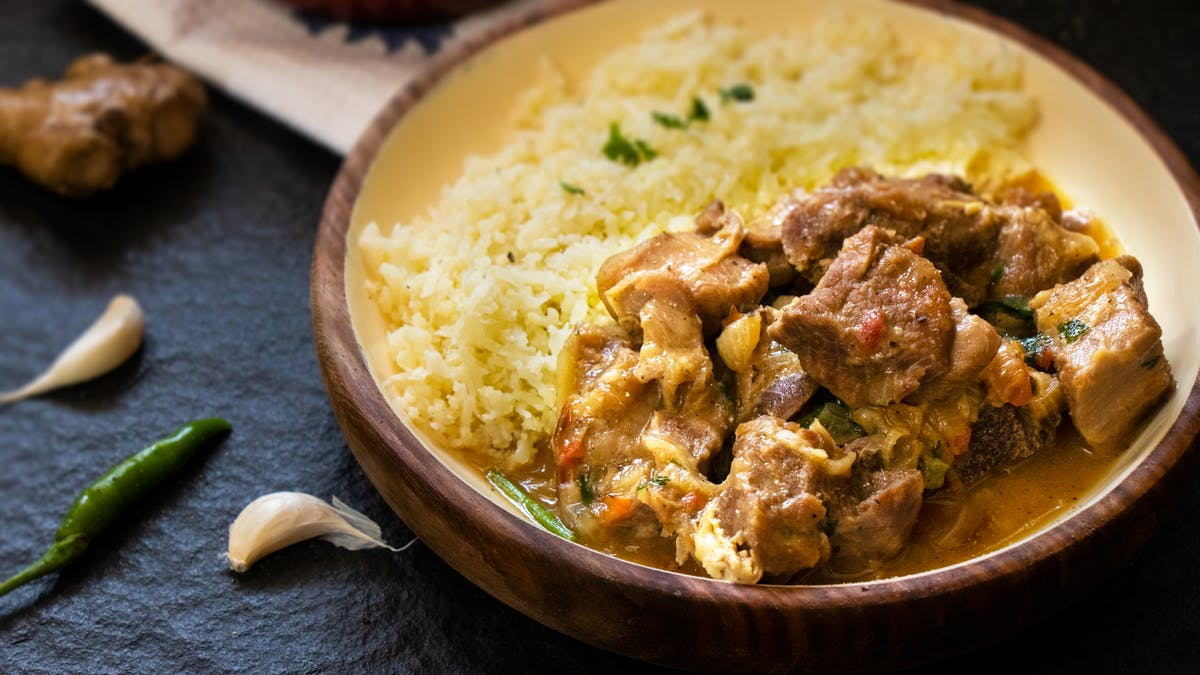 Indisk currygryta (Sindhi) med lamm och blomkålsris