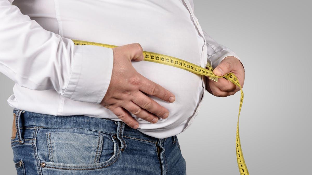 Kvinnor nu fetare än män – men inte i Sverige