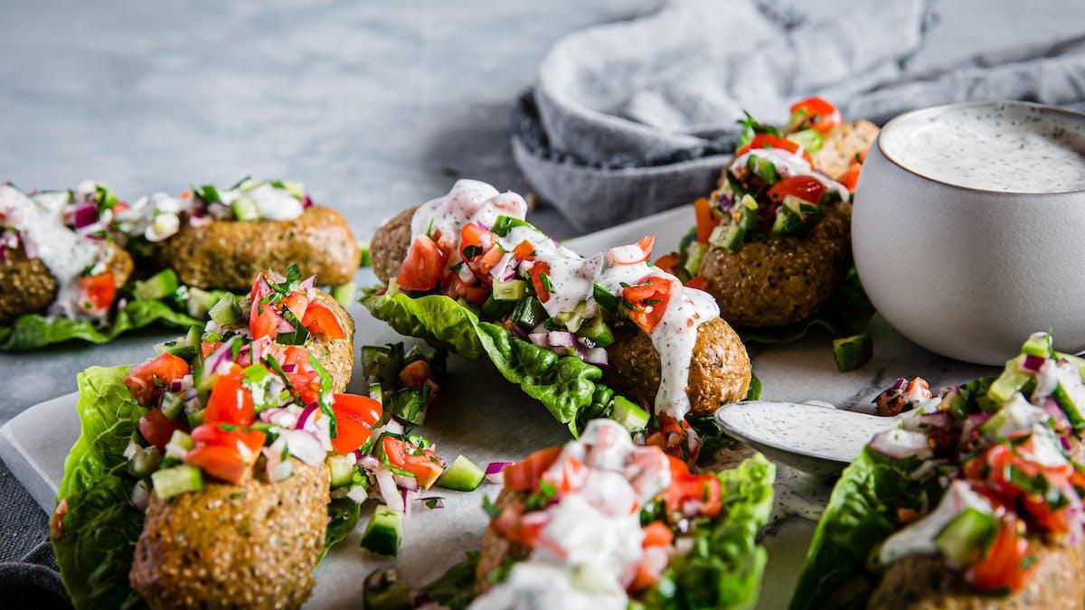 Veganska kebabwraps med vitlökssås