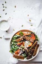 Vegansk bowl med tempeh och pumpa