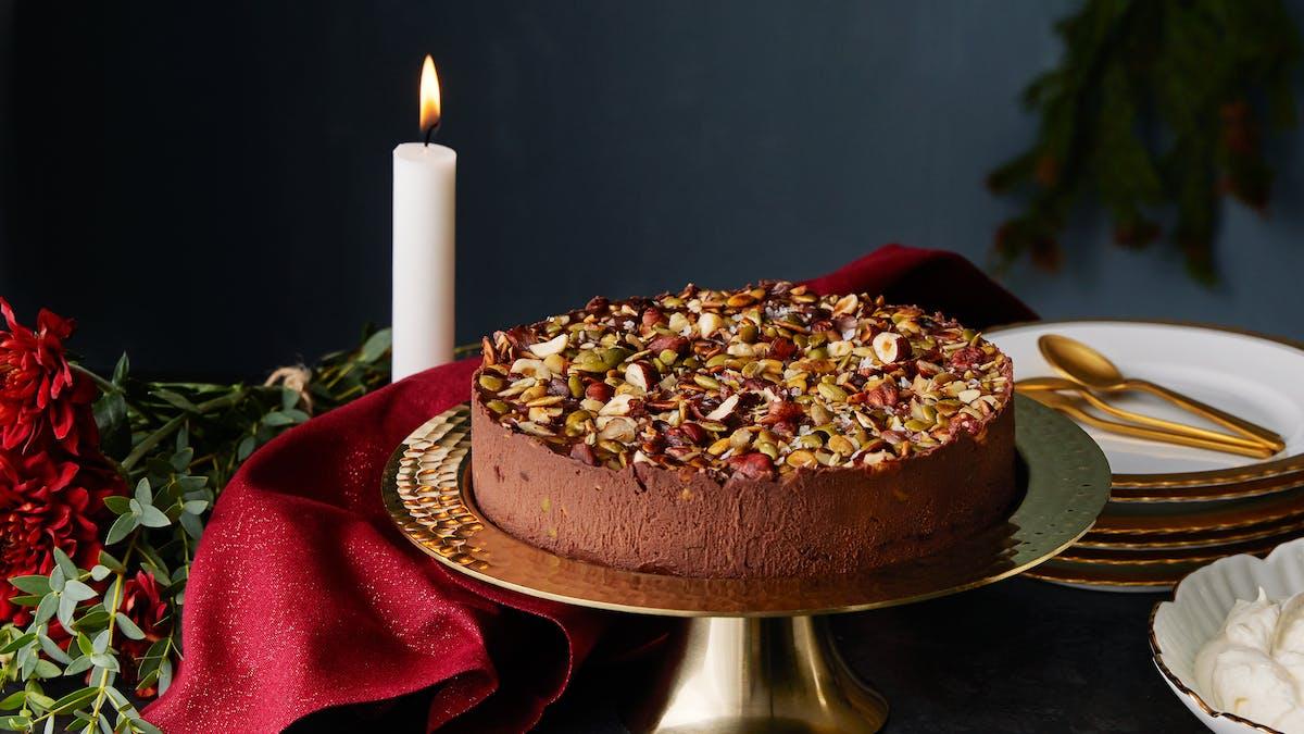 Chokladtårta med rostade hasselnötter och pumpafrön