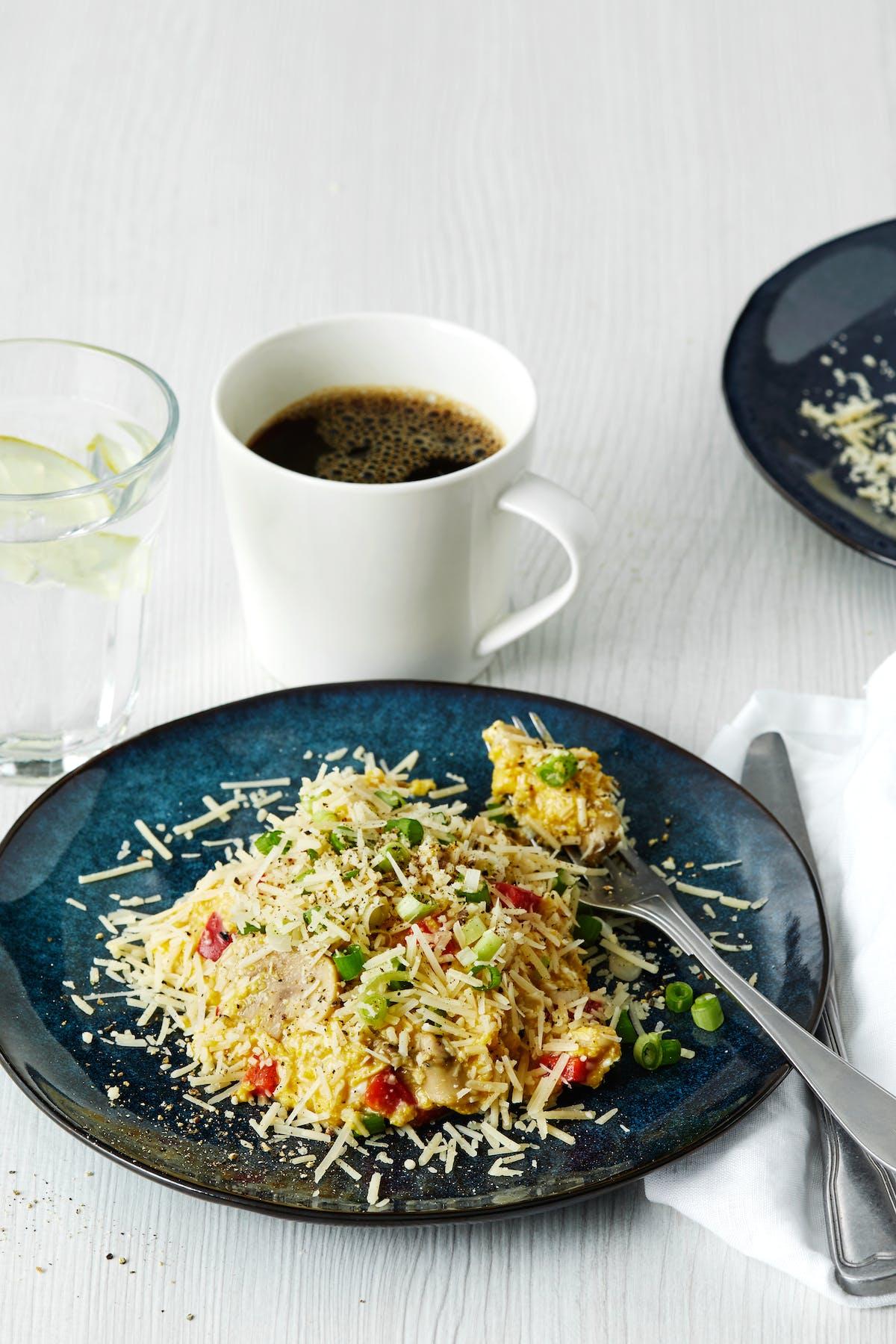 Äggröra med parmesan och grönsaker
