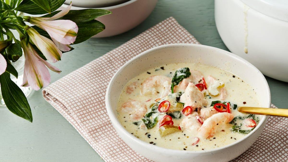Krämig fisk- och skaldjurssoppa med salvia och chili