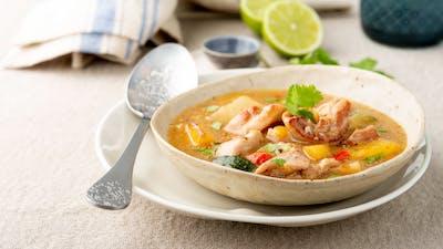 Sydamerikansk sancocho-soppa med kyckling