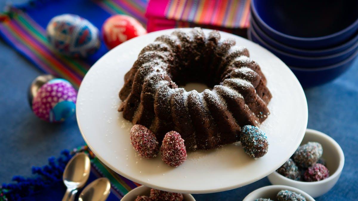 Sockerfri chokladkaka med mini-påskägg
