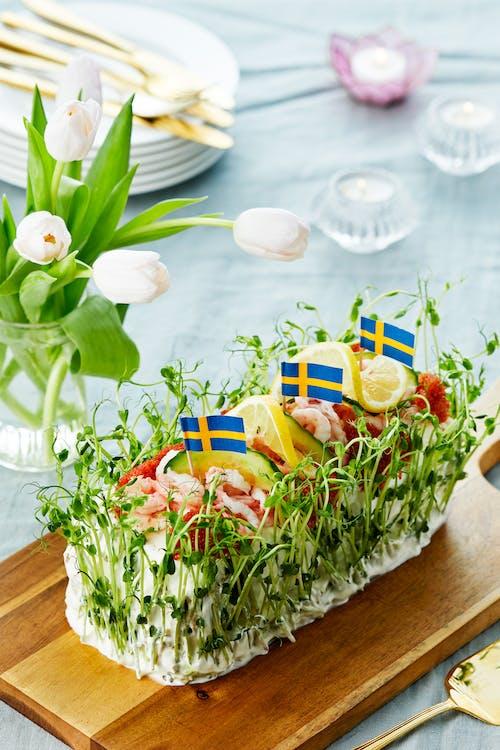 LCHF-smörgåstårta med räkor och lax