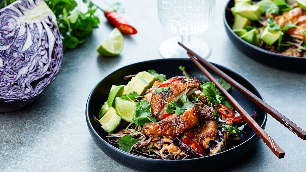 Asiatisk kyckling med jordnötscoleslaw