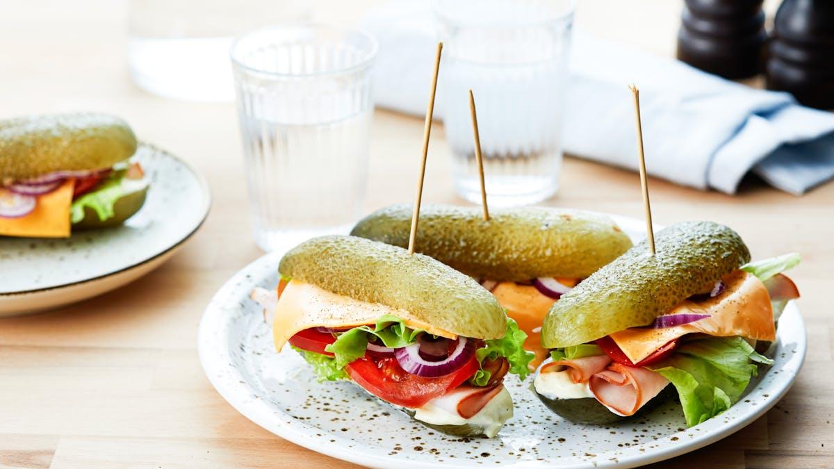 Gurksandwich med kalkon och senapsmajonnäs