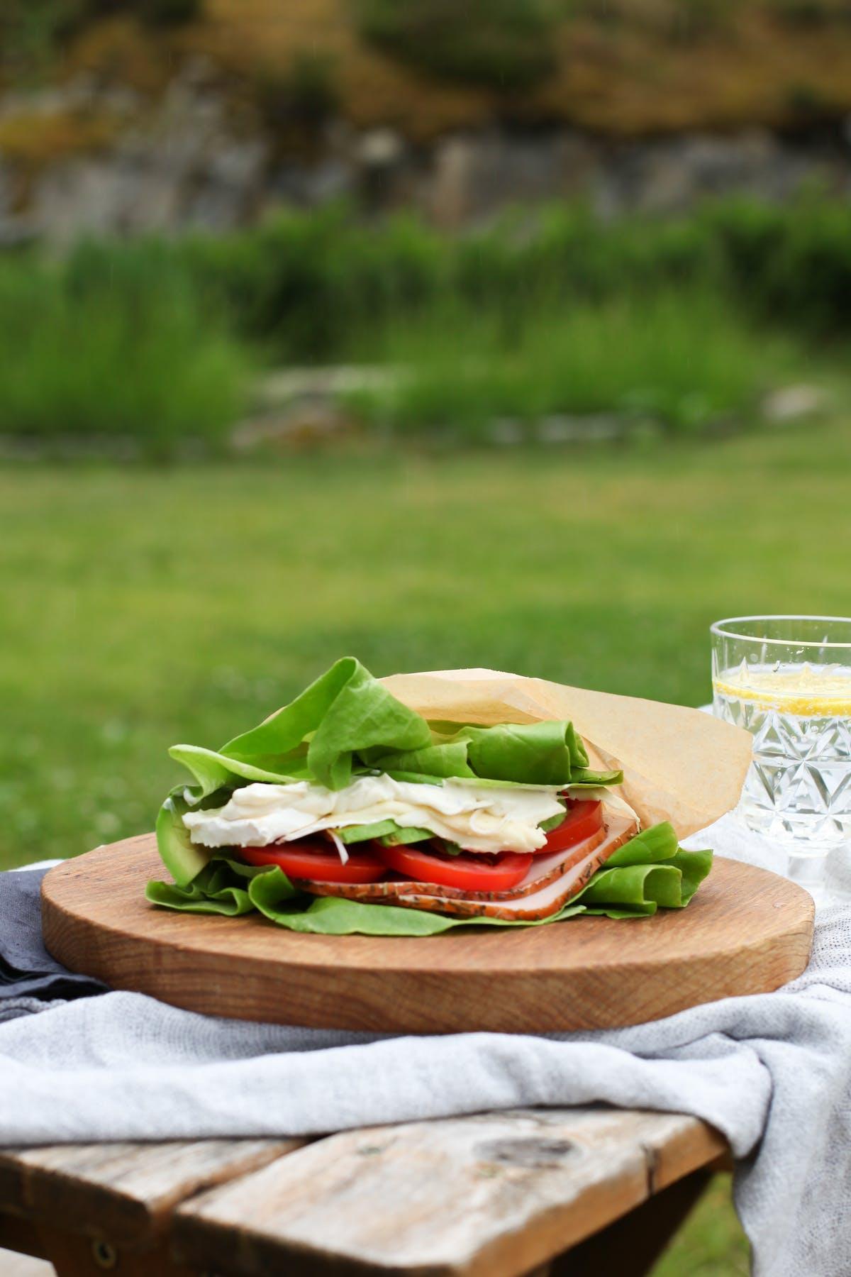 Salladssmörgås med brie och kalkon