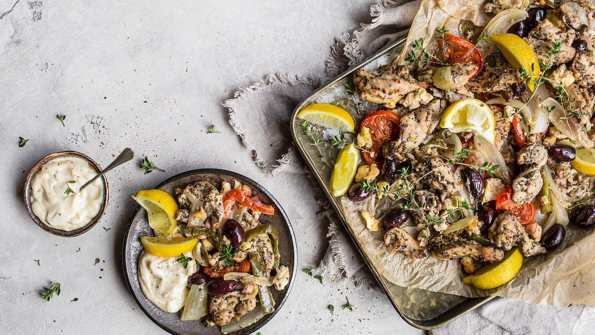 Grekisk långpanna med kyckling och grönsaker