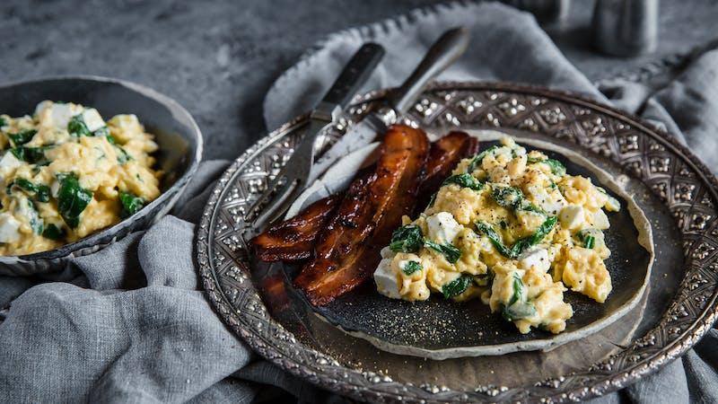 Äggröra med fetaost och spenat