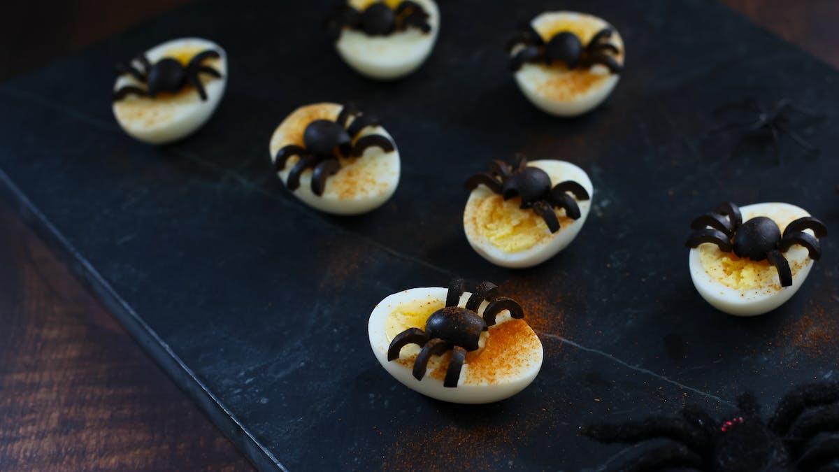 Läskiga ägg med insekter