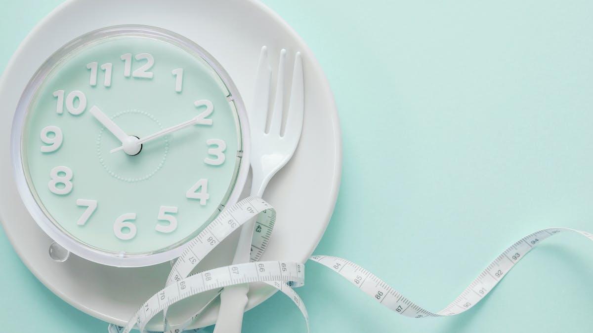 Ny liten studie: periodisk fasta gynnar inte viktminskning – men stämmer det?