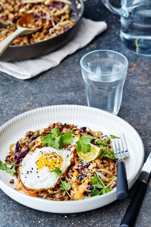Vårrulle-wok med chilimajo