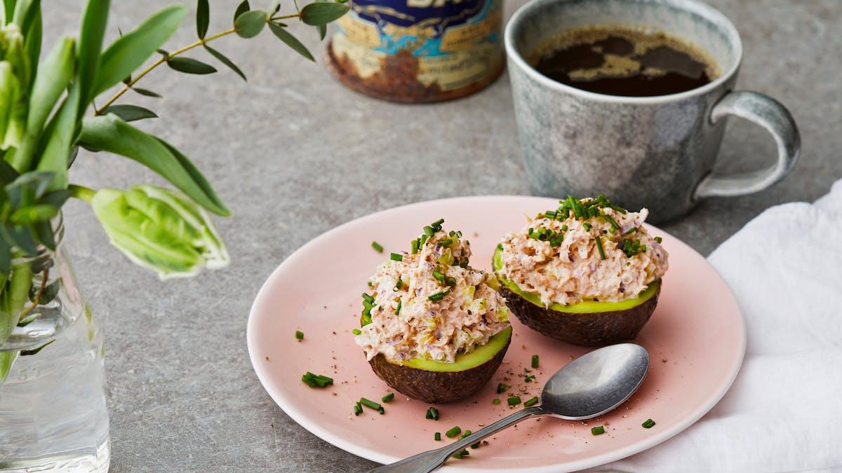 Avokadohalvor med tonfiskröra