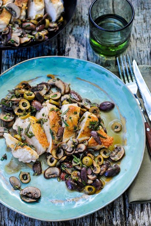 Kyckling med oliver och champinjoner