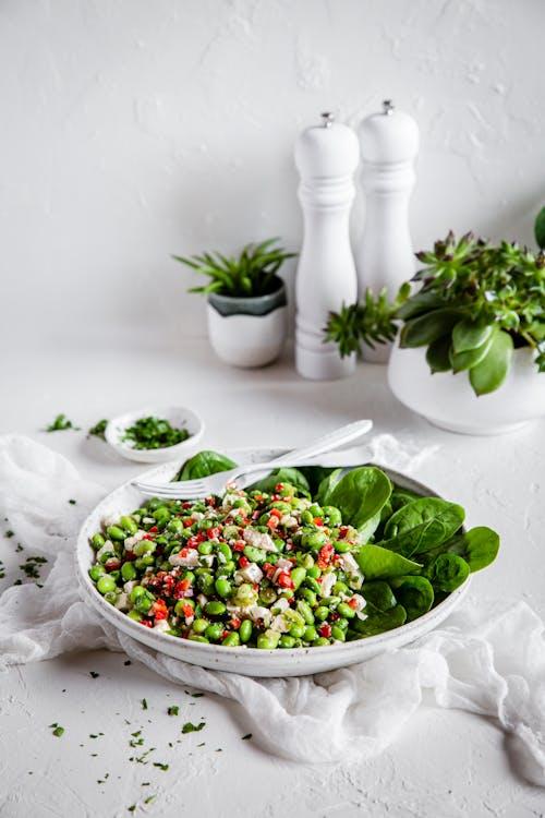 Proteinrik sallad med edamamebönor och fetaost