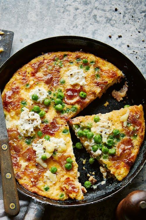 LCHF-frittata med gröna bönor och bacon