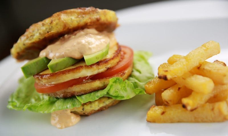 Halloumi burger with rutabaga fries