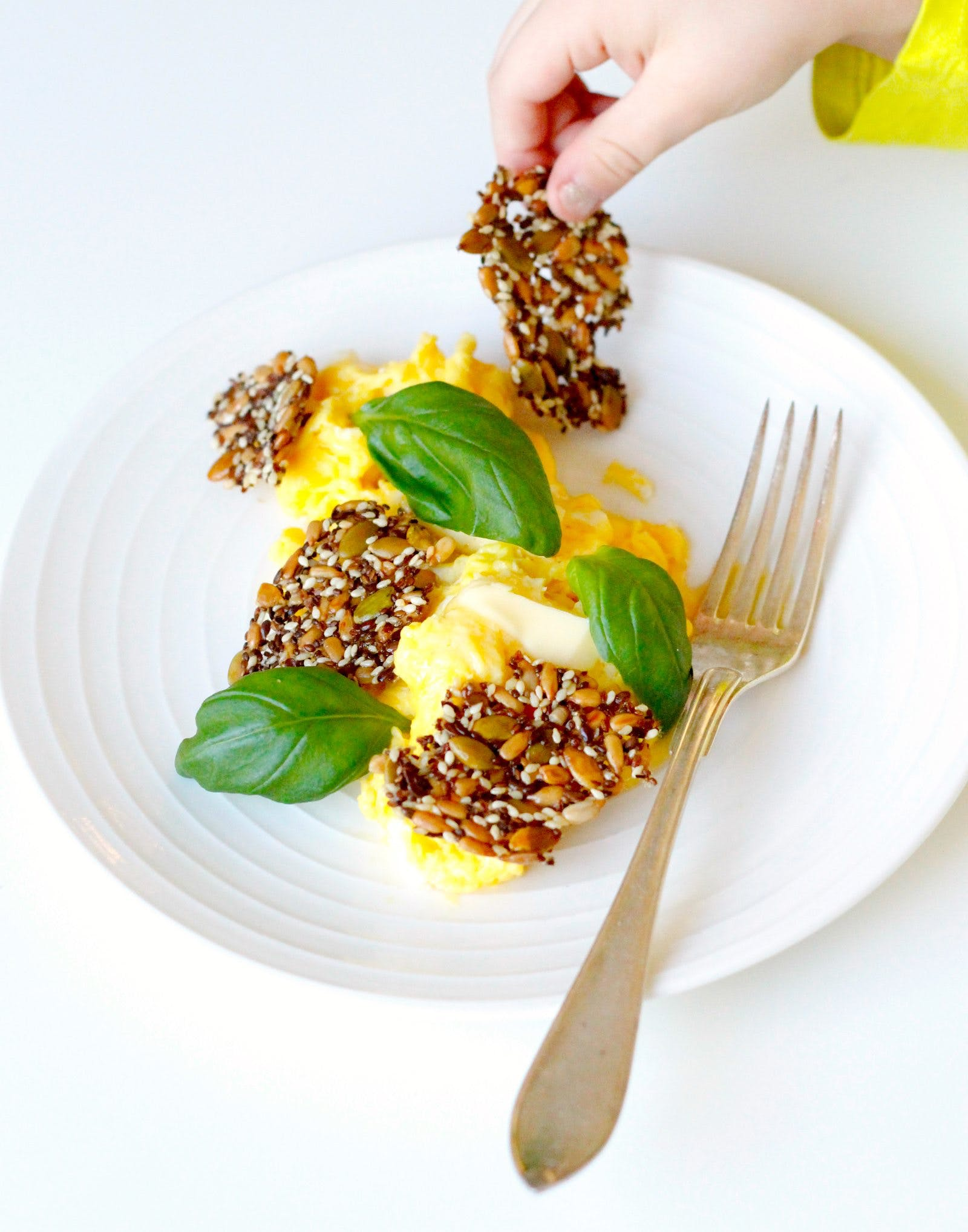 Scrambled eggs with basil and butter