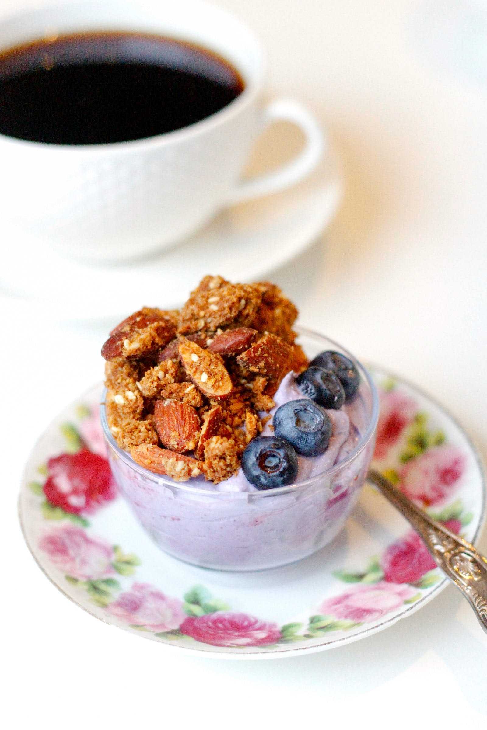Low-carb ginger and licorice granola