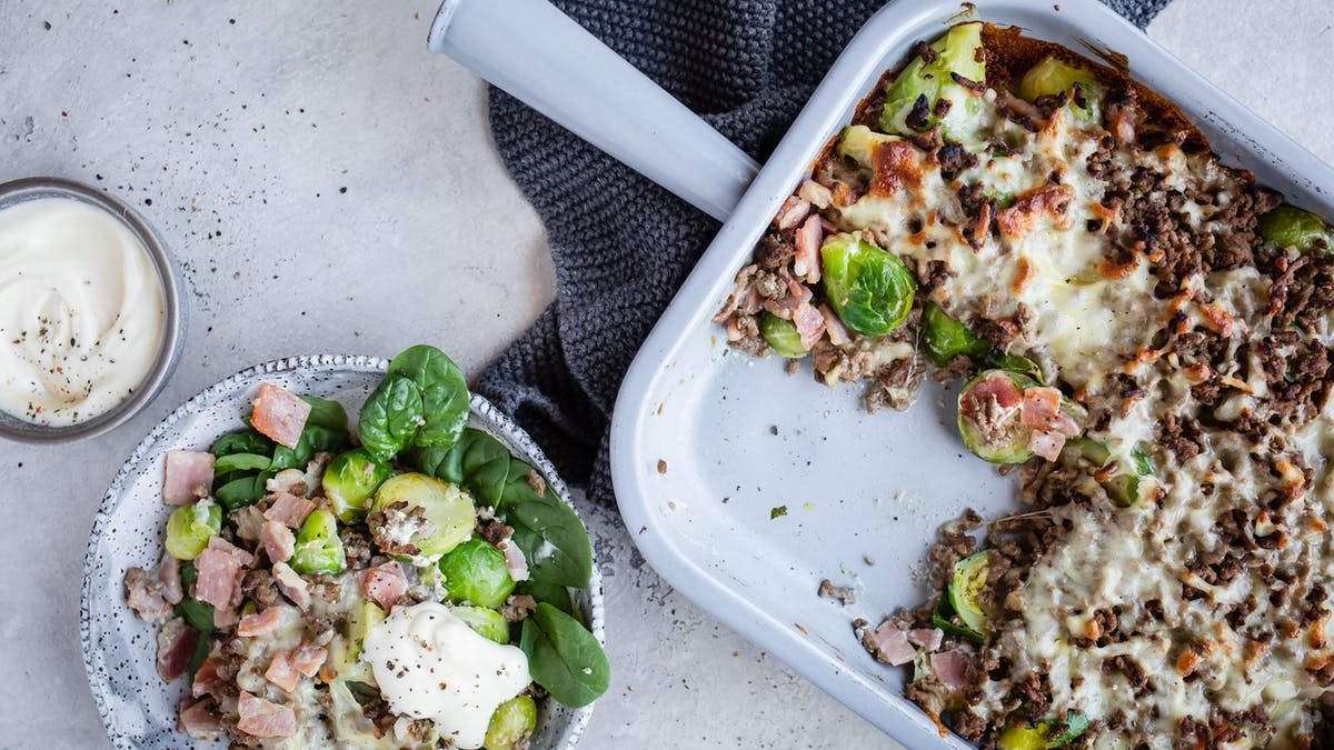 Creamy Brussels sprouts and hamburger gratin