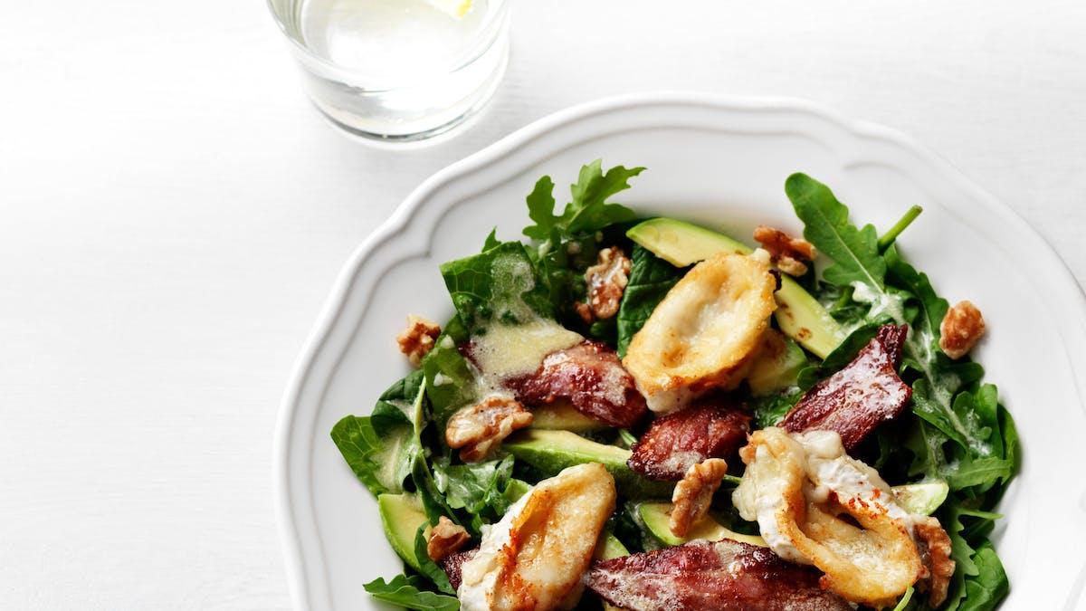 Keto avocado, bacon and goat-cheese salad