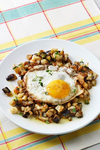 Low-carb eggplant hash with eggs<br />(Breakfast)