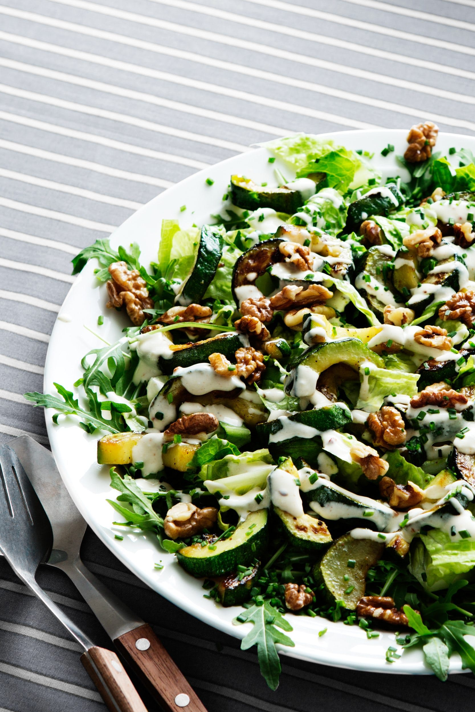 Low-carb zucchini and walnut salad