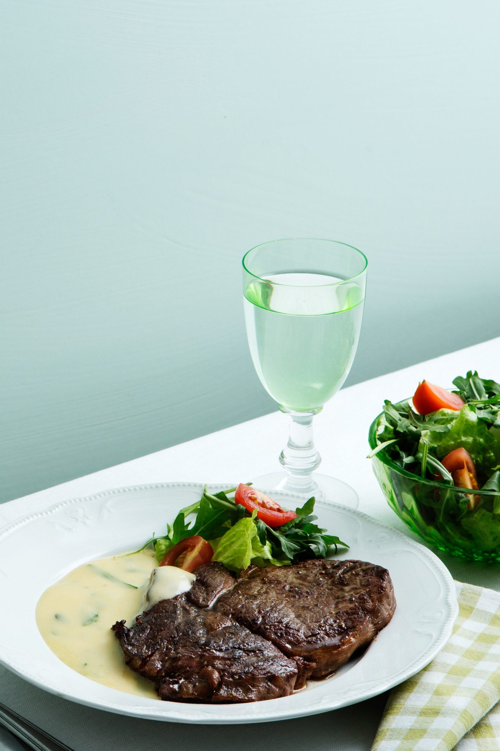 Keto steak with béarnaise sauce