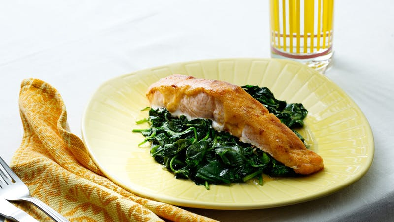 Keto chili-covered salmon with spinach