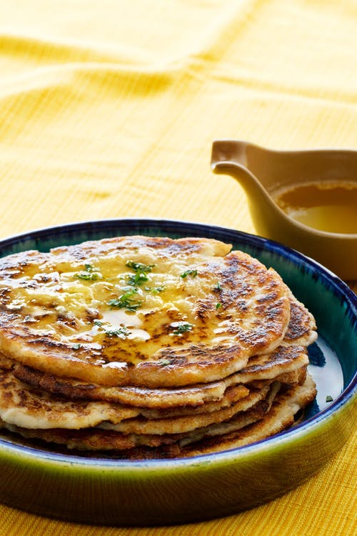Keto naan pain au beurre à l'ail fondu