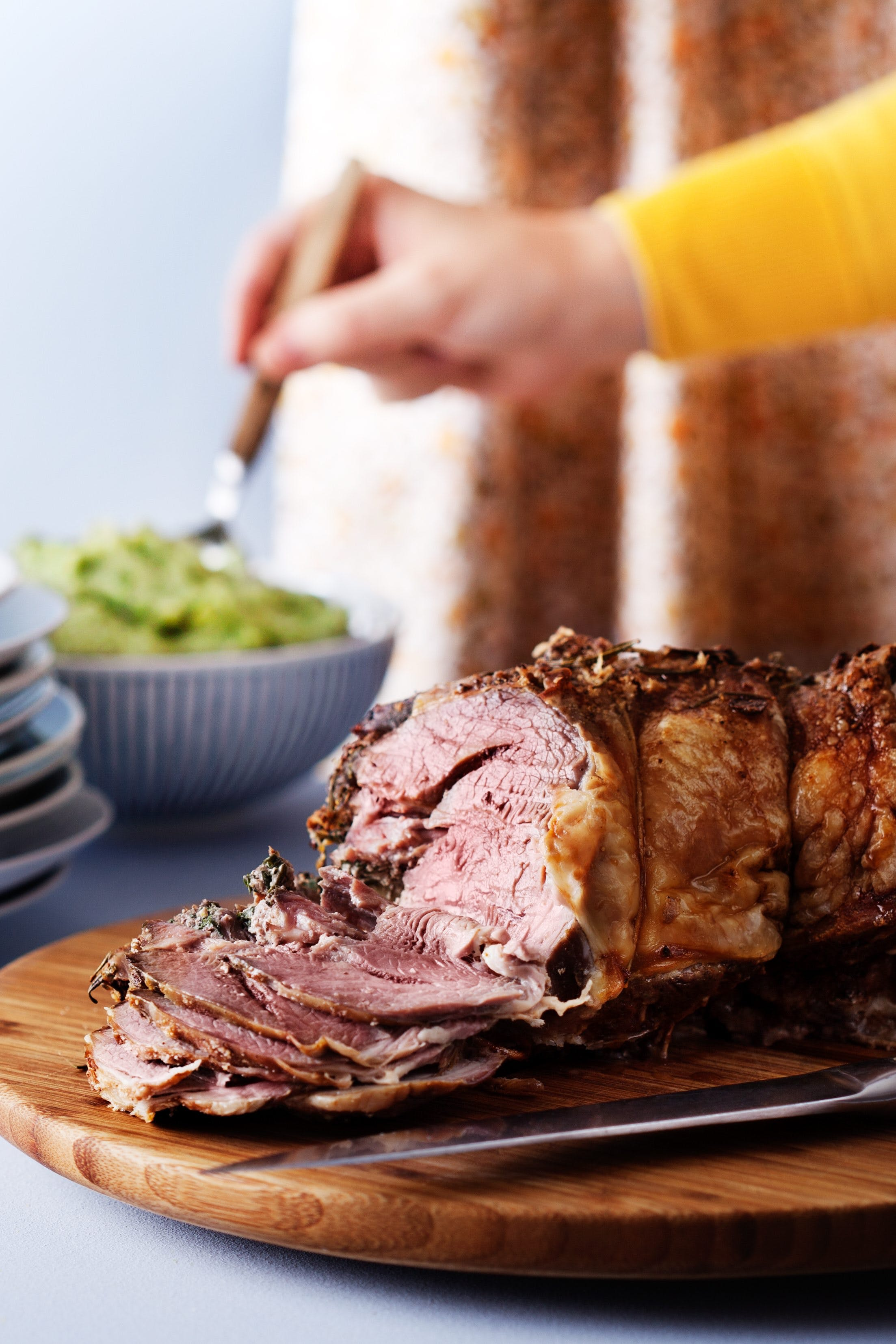 Low-carb lamb roast with broccoli purée