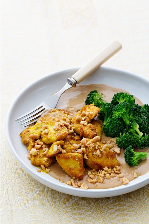 Thai chicken with satay sauce and broccoli