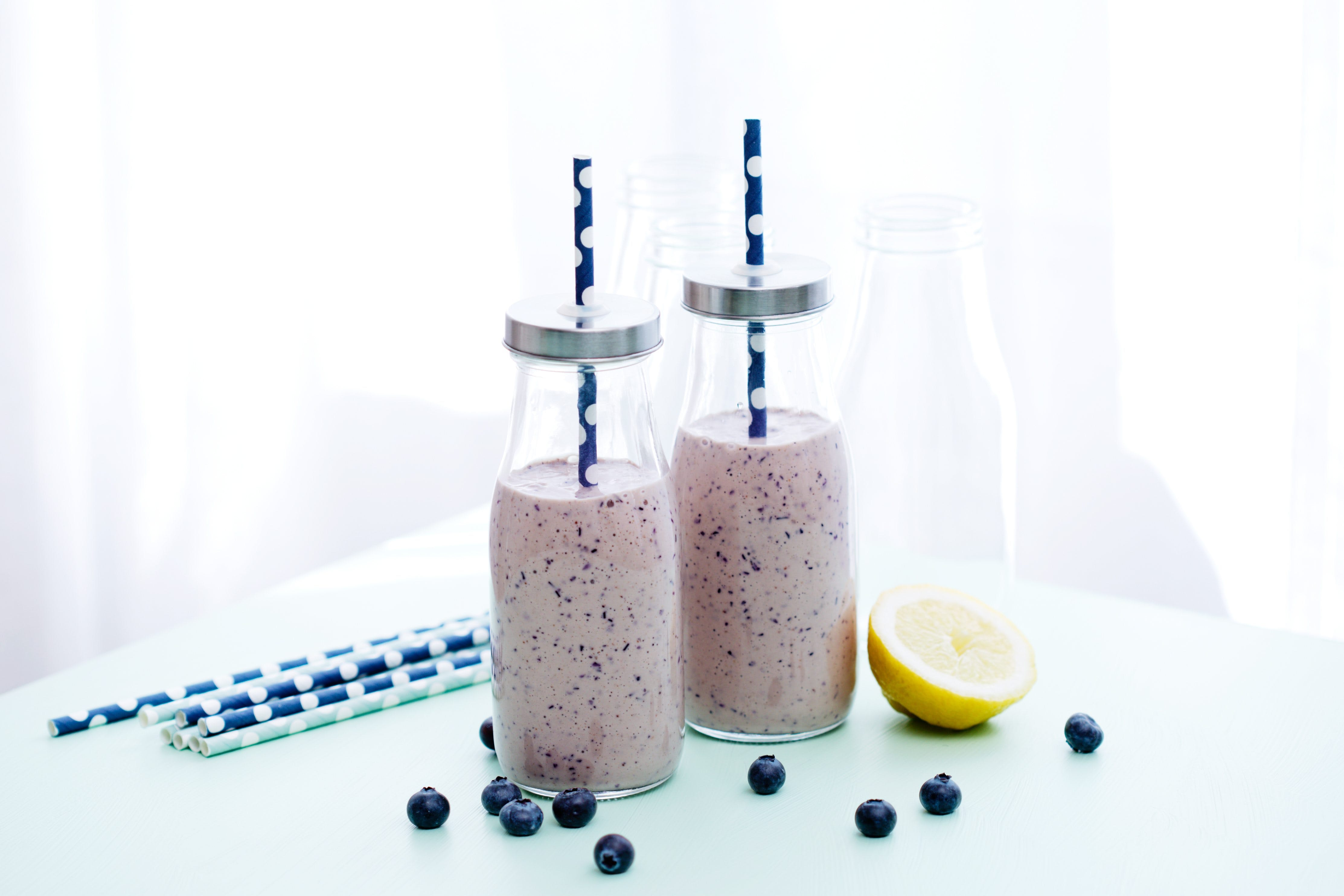 Low-carb blueberry smoothie