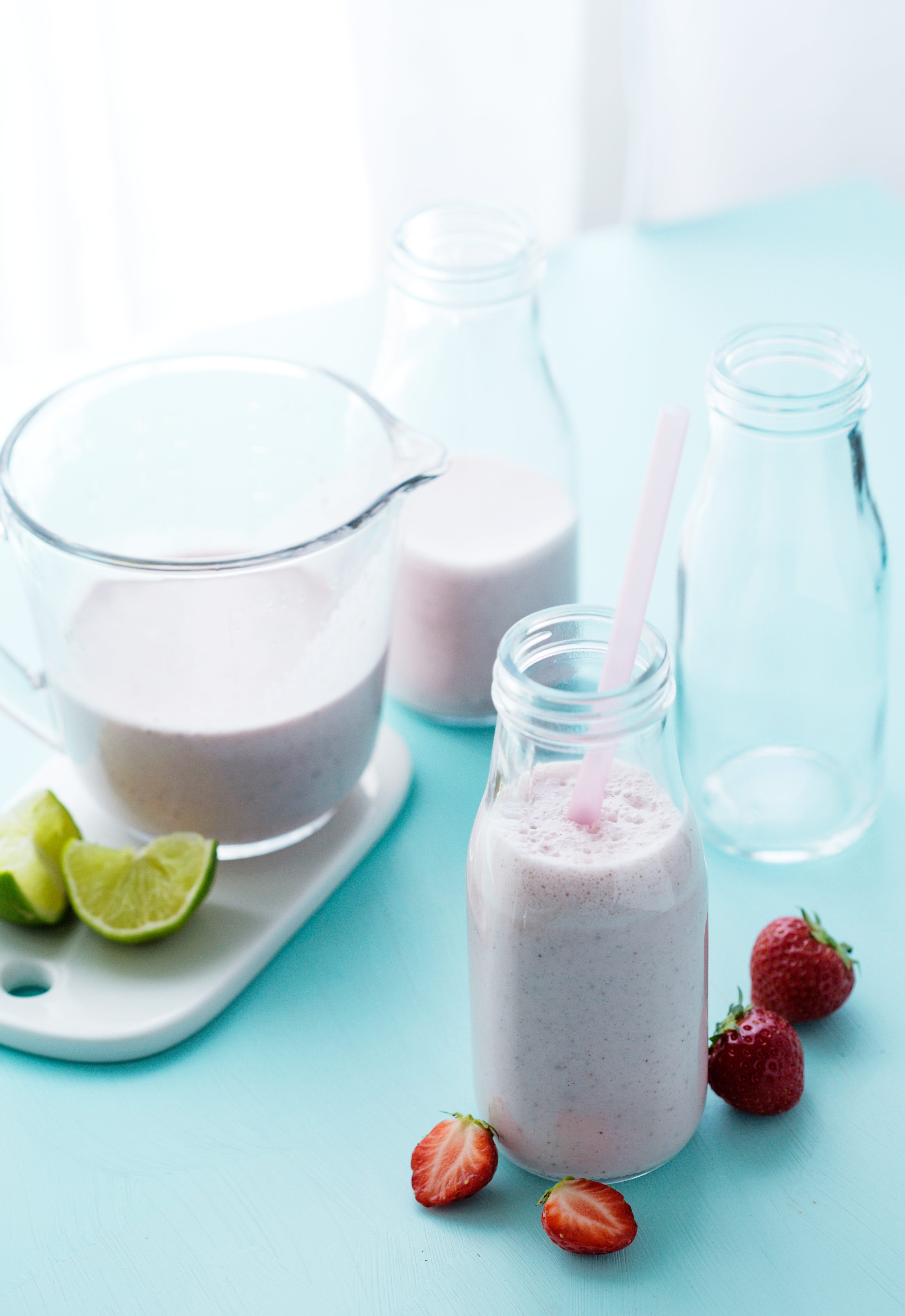 Low-carb strawberry smoothie