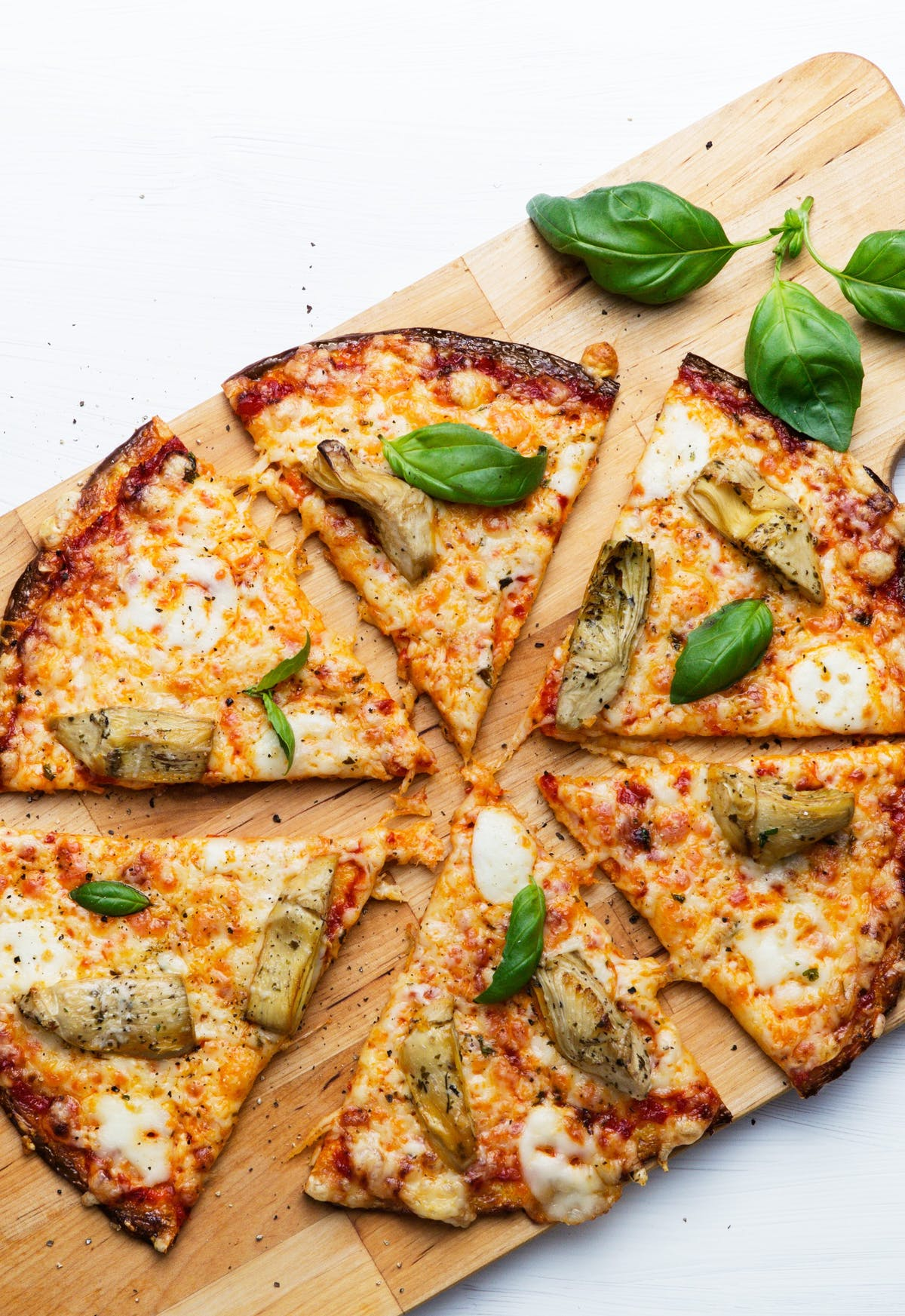Low-carb cauliflower pizza with artichokes