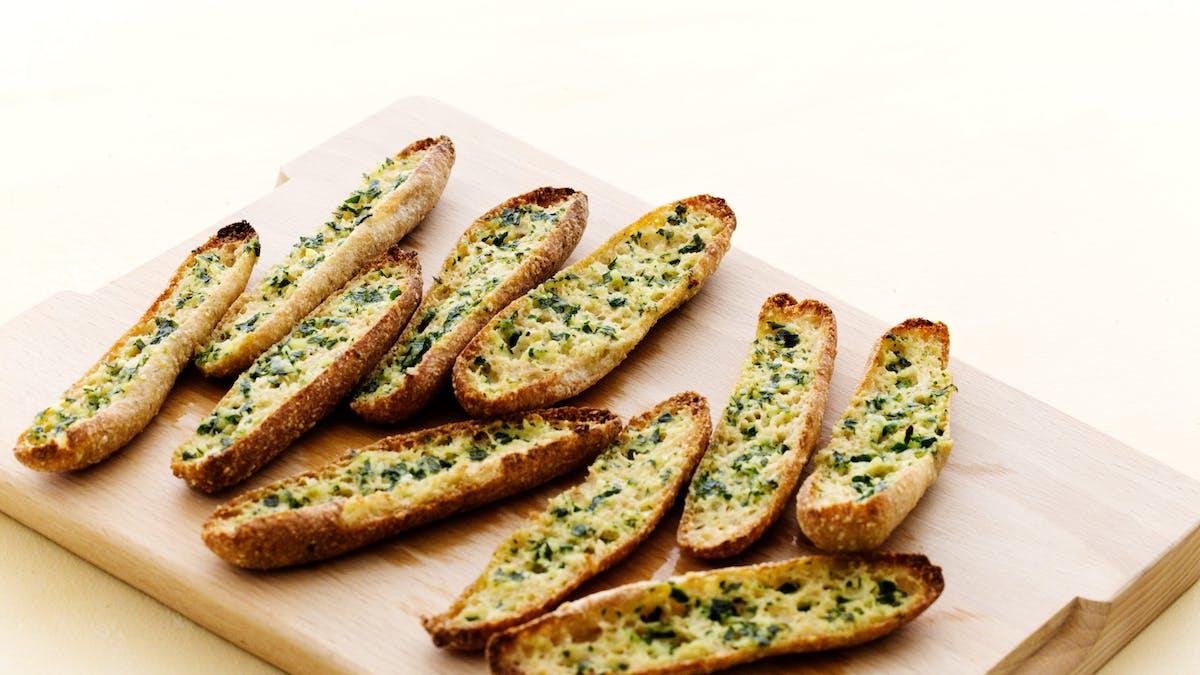 #6 top recipe of 2018: Keto garlic bread