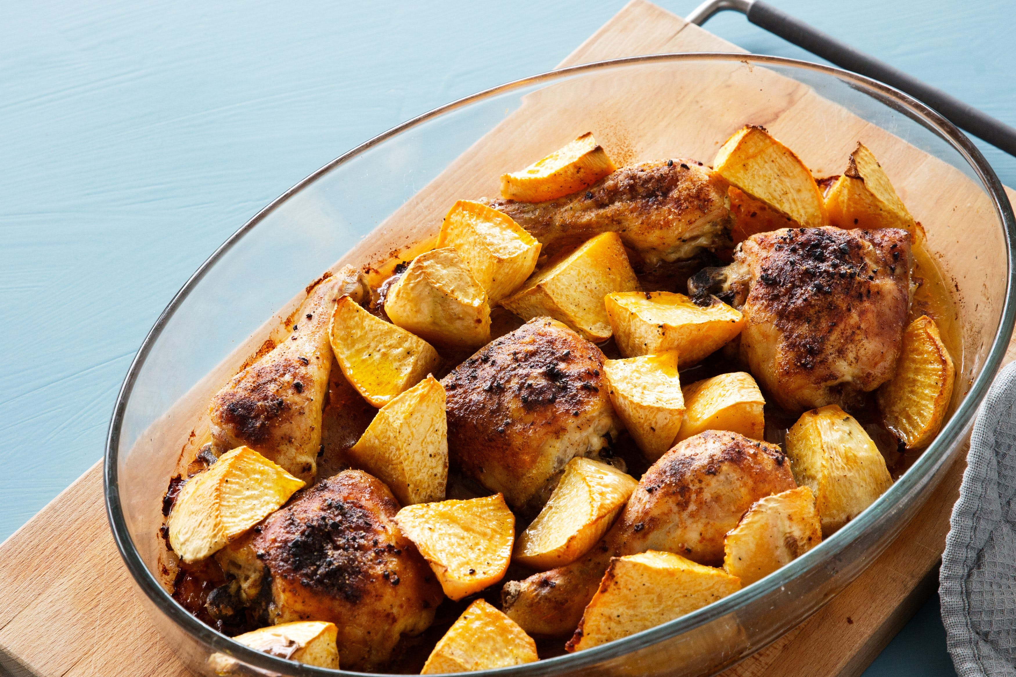 Oven-baked paprika chicken with rutabaga