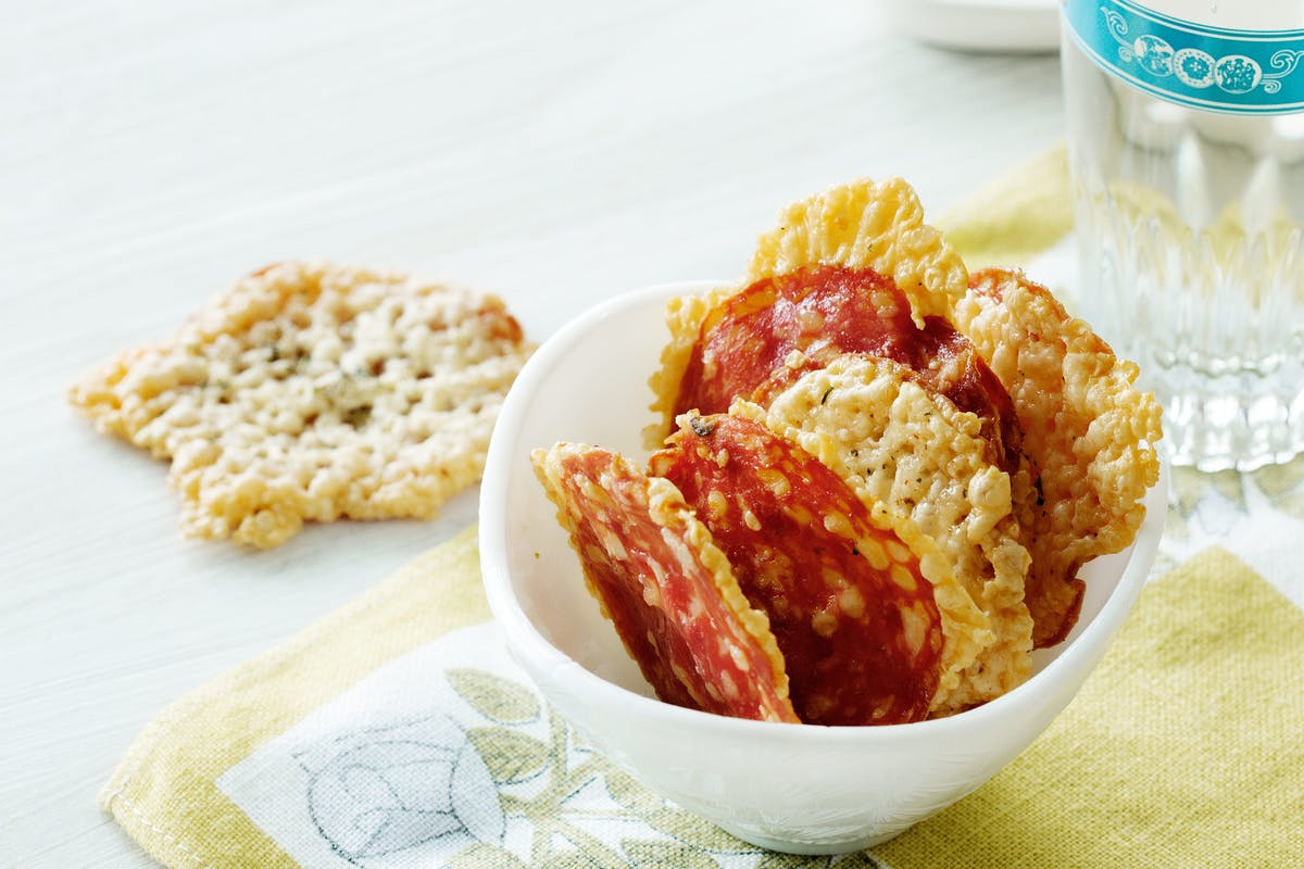 Low-Carb Salami and Cheese Chips - A Crunchy Snack