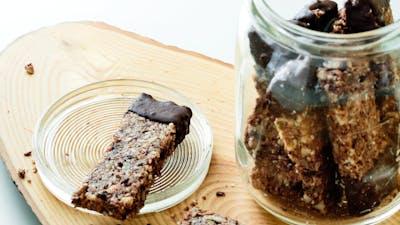 Low-carb granola bars