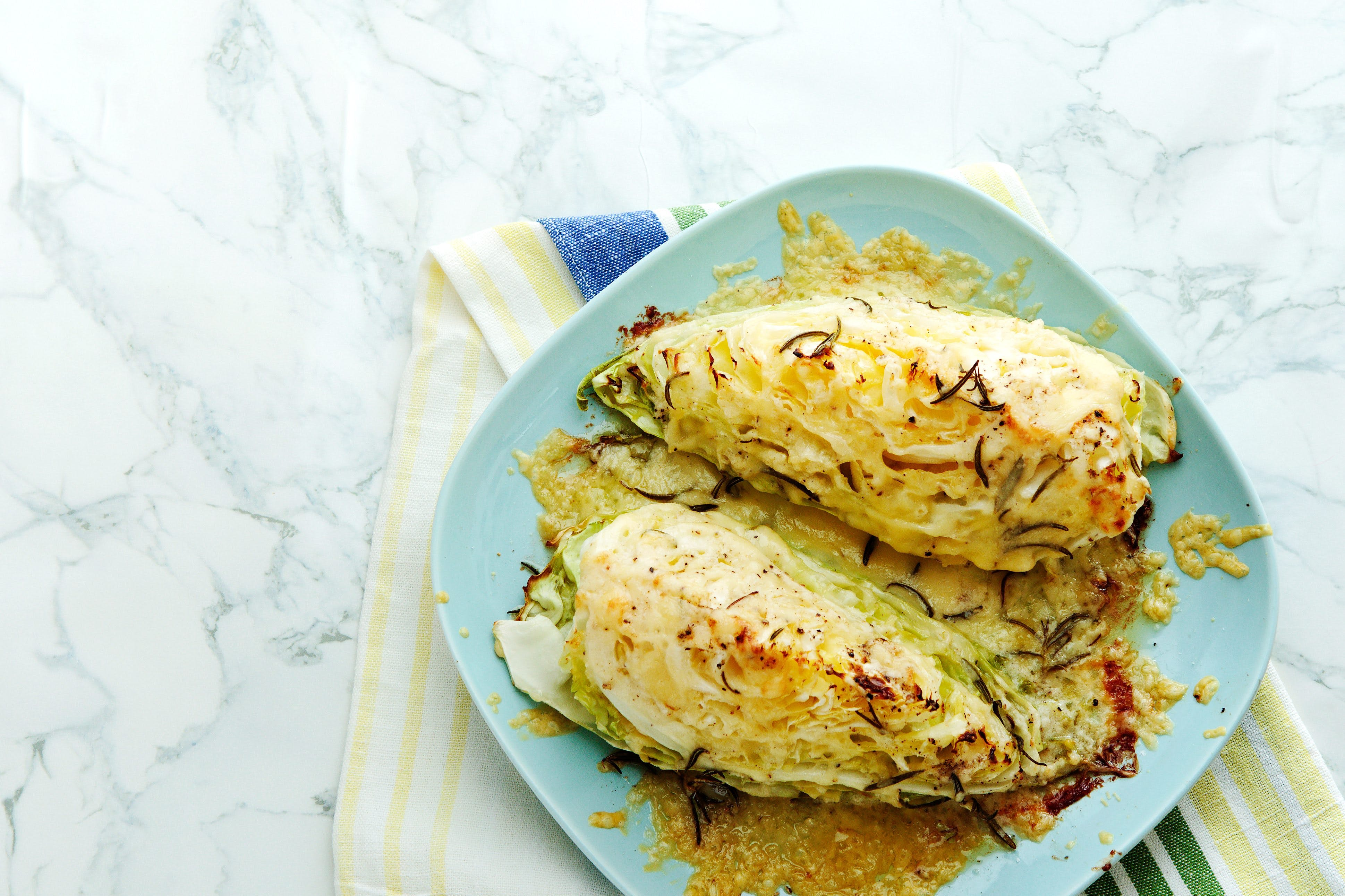 Roasted pointed cabbage with mozzarella cheese